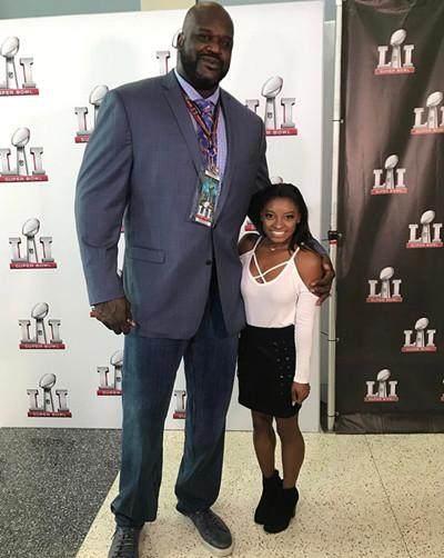 众星与2米16重300斤的奥尼尔合影,何炅最尴尬,一人却实现碾压!