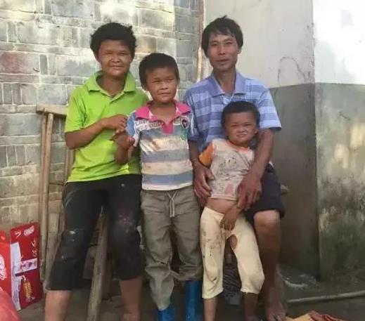 小马云一路走红,穷困的一家人变成这样!马云爸爸怎么看