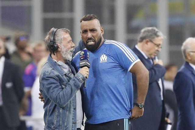 球迷开球后狂奔半场为主队破门 他的故事感动了全法国