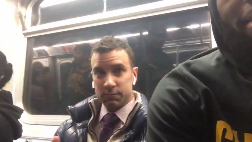 今天骑士队投篮训练后坐纽约地铁返回酒店