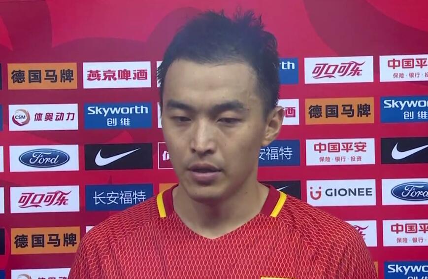 冯潇霆:球队表现不够好 进攻只发挥百分之三十