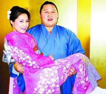 很多日本女人的毕生愿望嫁相扑选手,为什么相扑男在日本如此吃香?