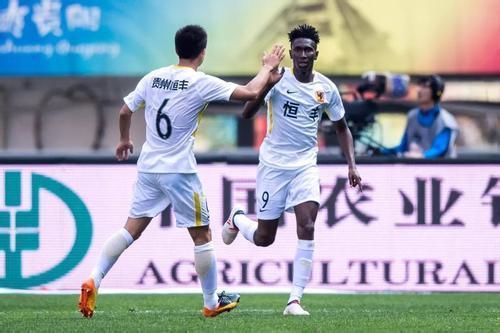 """中国足球赢了!国足10:0打败对手,英勇说出我们不是""""白斩鸡"""