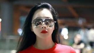 冉莹颖和四千年美女同穿红T恤:才知道女人和女孩的差距有多大